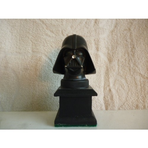 CASCO DARTH VADER SOBRE BASE DE MADERA